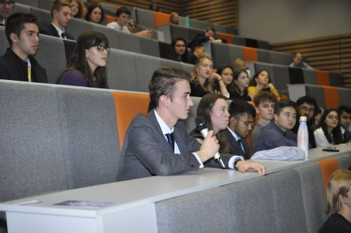 Delegates of the Warwick Climate Negotiating Forum in a lecture theatre asking questions