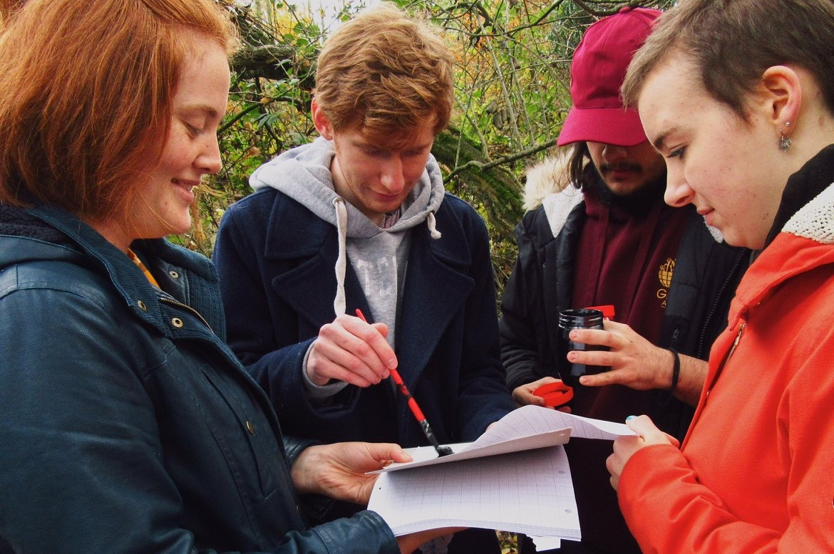 GD109 Students surveying mammal populations in woodland areas on campus