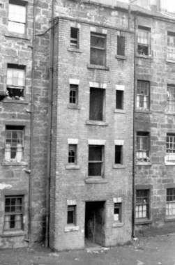 image_2_slum_housing_at_lawmoor_street_hutchesontown_june_1947.jpg