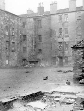 image_3_slum_housing_at_crown_street_the_gorbals_december_1946.jpg