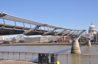 London Millennium Bridge. Credit: Mabel Lu and Cafuego