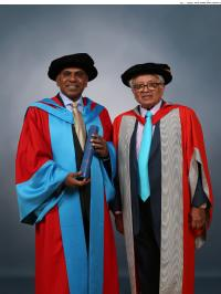Professor Subra Suresh (President of CMU) recieves his honorary degree from the University of Warwick , pictured (on right) with WMG Chairman Professor Lord Bhattacharyya the orator for the ceremony