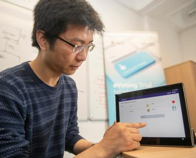 Professor Feng Hao with the e-voting touch screen. Credit: University of Warwick