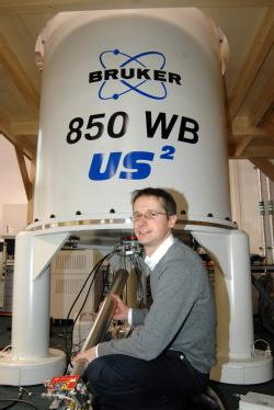 Dr Steven Brown, University of Warwick. with the 850 Mhz NMR