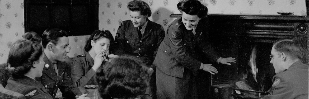 Image of servicewomen entertaining American soldiers